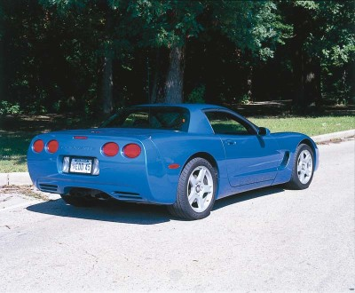 The 2000 Corvette offered a Perfomance Handling Package to increase stability without compromising the smoothness of the ride.
