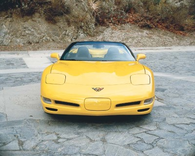 Power for the 2000 Corvette remained unchanged at 345 bhp.