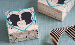 10 DIY Wedding Favors Your Guests Will