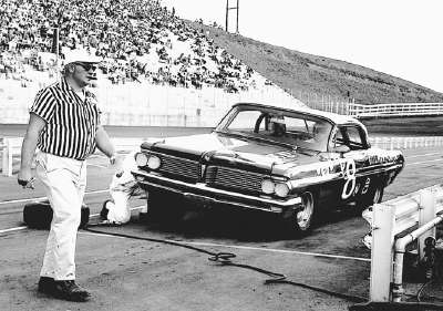 Joe Weatherly's Pontiac is serviced by the Bud Moore pit crew in the Southeastern 500.