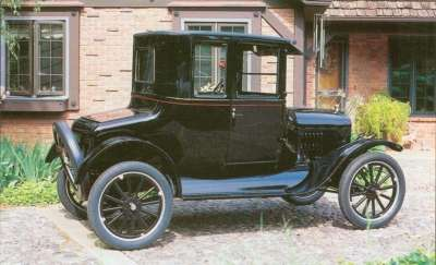 This 1925 Model T shows off the integral turtle-back deck and built-in trunk introduced for 1923.