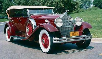 1930 Packard DeLuxe Eight phaeton front-three-quarter view