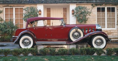 1933 Chrysler Imperial Eight CL phaeton side view