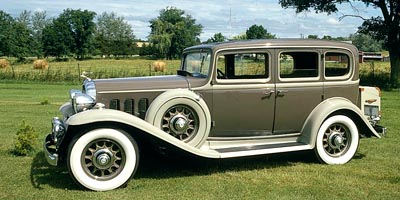 1932 Buick Series 60 sedan side view