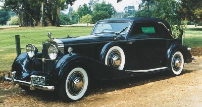 1933 Hispano-Suiza J12 cabriolet front-three-quarter view