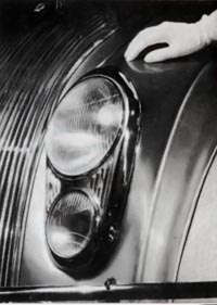 Flush headlamps were featured on the 1934 Chrysler/DeSoto Airflow.