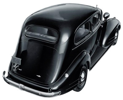 The 1935 Pontiac was the first to feature Pontiac's distinctive silver streaks.