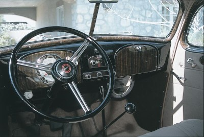 The woodgrained instrument panel imposed strict symmetry on the 1935 Pontiac dash.