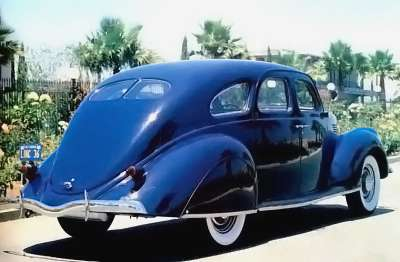 1936 Lincoln Zephyr rear view