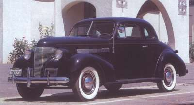 A new grille with Cadillac overtones graced the 1939 Chevrolet.
