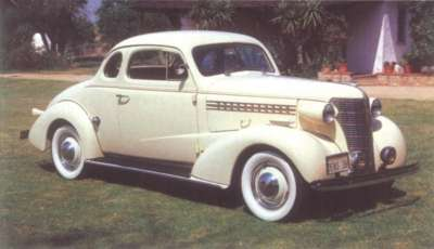 The two-passenger 1938 Chevrolet Master DeLuxe vastly outsold its rumble-seated running mate.