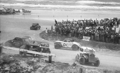 The 100-mile 1954 NASCAR Grand National Sportsman race was held on rainy Daytona Beach on Feb. 19.