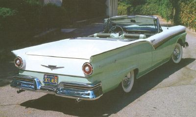 Ford Fairlane 500 Skyliner rear view