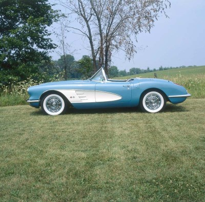 The 1959 Corvette looked cleaner and more purposeful thanks to removal of the decklid chrome and hood ribbing.