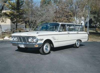 The 1963 Mercury Comet offered an optional V-8 engine.