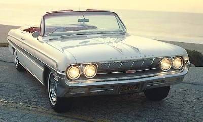 This 1961 Oldsmobile Starfire convertible was part of the 1961-66 Oldsmobile Starfire series.