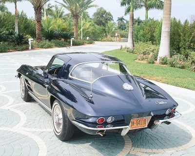 The 1964 Corvette Sting Ray eliminated the distinctive split rear window of 1963.