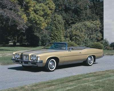 The 1975 Pontiac featured greater fuel efficiency.