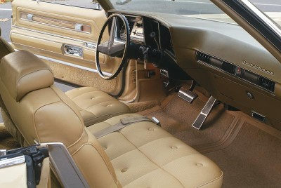 The absence of a transmission tunnel in the front-wheel-drive Oldsmobile Toronado added leg room for passengers.
