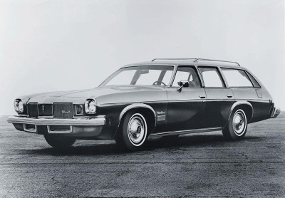 The rear-facing third-row seat became an option for the 1976 Oldsmobile Cutlass wagon.