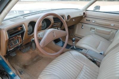 Swiveling bucket seats were an option for the 1975 Oldsmobile Cutlass Supreme.