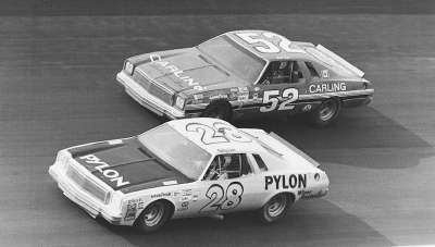 Canadian rookie #52 Earl Ross and #28 Bobby Isaac were two strong contenders in the 1974 Talladega 500.