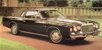 The most obvious difference for the 1976 Cordoba was the grillework, which sported thin, closely spaced vertical bars.