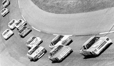 Cale Yarborough leads a pack of snarling challengers during the 1977 Daytona 500.