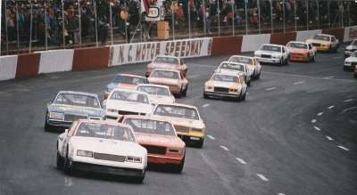Neil Bonnett leads a pack of challengers in the early stages of the March 13, 1983 Carolina 500