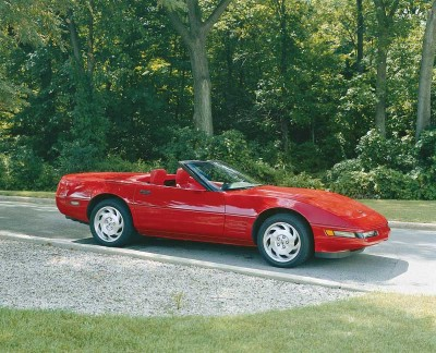 The 1993 Corvette convertible top was manual. Corvette sold 5,692 convertibles in 1993.