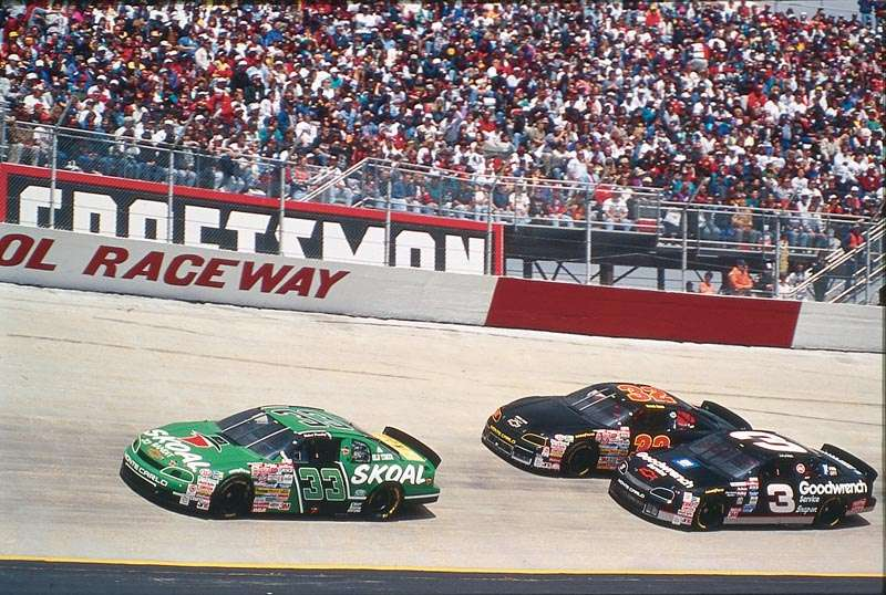 Rookie Robert Pressley leads the pack during the 1995 Food City 500, a NASCAR Winston Cup series event.