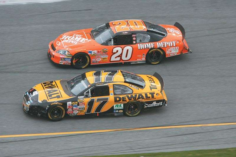Tony Stewart and Matt Kenseth drive in the 2006 Daytona 500, a NASCAR NEXTEL Cup series event.
