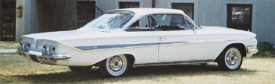 All 1961 Chevrolet Impalas had bodyside sweepspears and triple taillights.