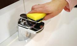 5 Things in Your Bathroom You Should Clean EverydayÃ'Â