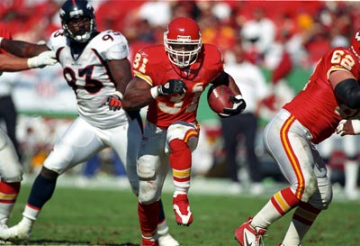 Kansas City Chiefs running back Priest Holmes heading downfield
