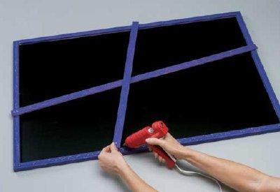 Crisscross the wood strips on the chalkboard.