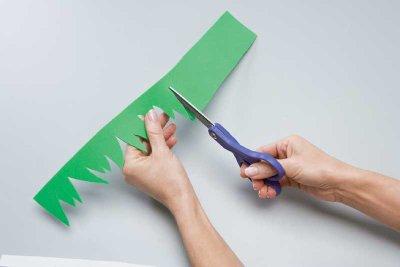 Cut the green foam strips with a jagged edge as shown.