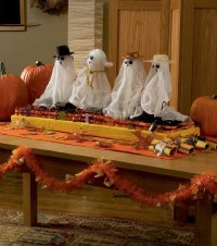 Don't fear! This ghostly centerpiece is an easy Halloween decoration to make.