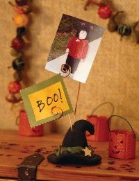 Make this haunted hat to display your favorite frightful photos.