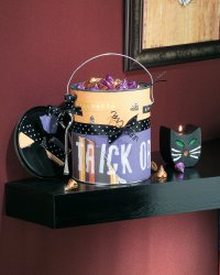 Make this tricks or treats can to store Halloween goodies.