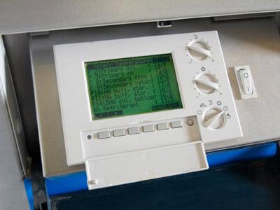 Un controller per una pompa di calore geotermica standard.
