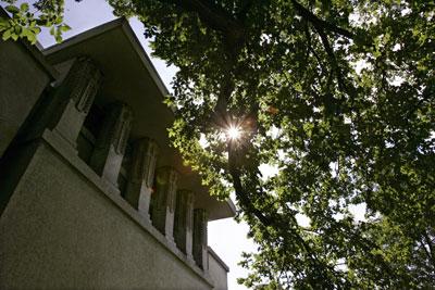 Il famoso Unity Temple dell'architetto Frank Lloyd Wright vicino a Chicago è stato rinnovato nel 2005 per includere sistemi di riscaldamento e raffreddamento geotermici eco-compatibili.