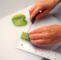Cut each pepper slice according to a ruler.
