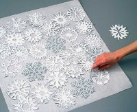 Arrange the snowflakes on the wrapping paper so that they slightly overlap.