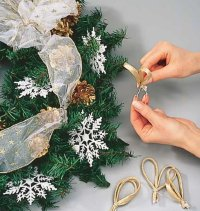 Glue the metallic tubes at various points on the wreath.