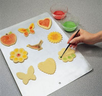 Paint the yolk onto a cookie with a brush.