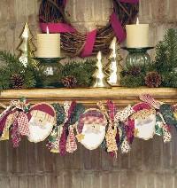 Santas in a Row Mantel Swag