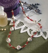 Encircled by Snowmen Necklace is a great Christmas craft. Give homemade Christmas jewelry.