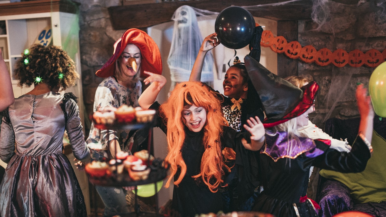 Halloween Party Traditions.How To Throw A Halloween Party Howstuffworks