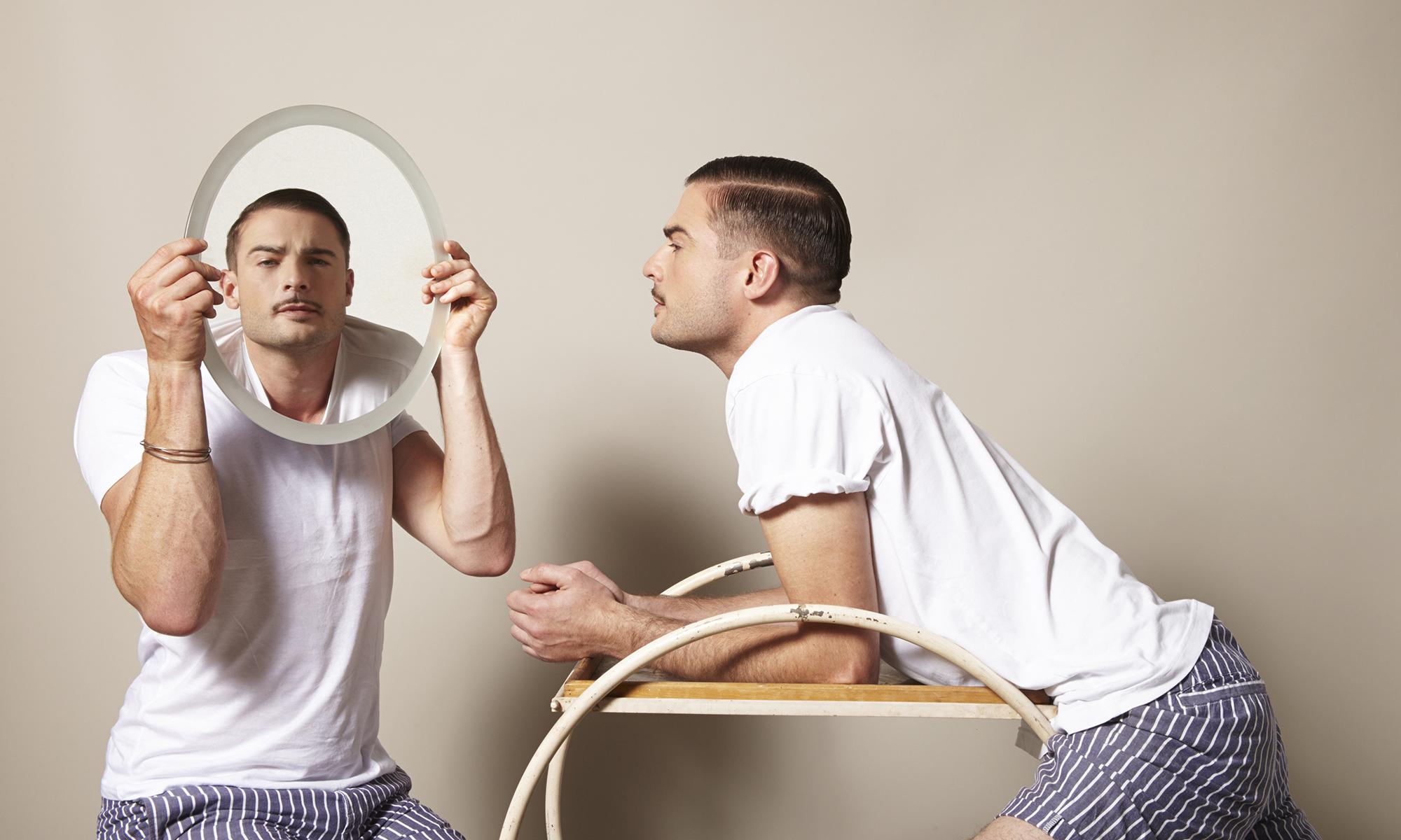 итоге топчет мужика перед зеркалом склонившись мою
